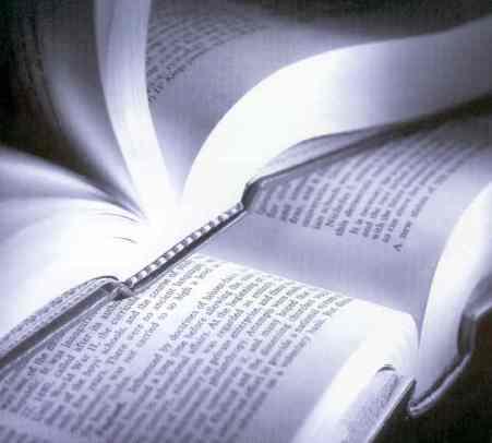 a9_bb_livros_aberto_um_em_cima_do_outro_.jpg